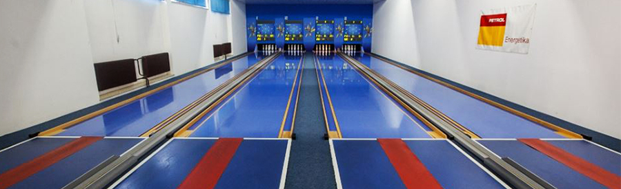 Nine-pin Bowling alley